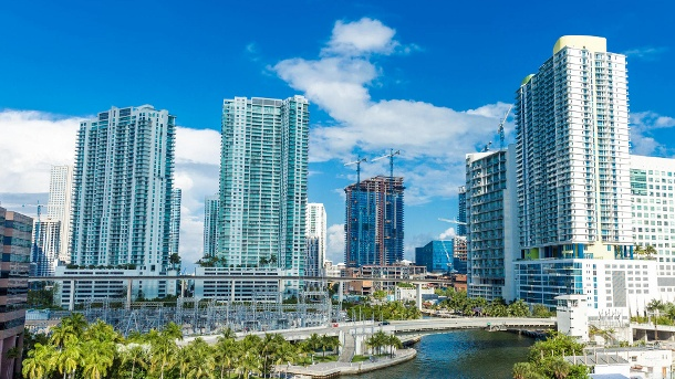 So grün haben Sie Miami noch nicht erlebt. Downtown of Miami, Florida, USA (Quelle: Thinkstock by Getty-Images/filipefrazao)