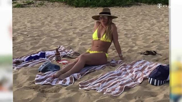Britney Spears zeigt ihre Top-Bikini-Figur am Strand (Screenshot: Bitprojects)