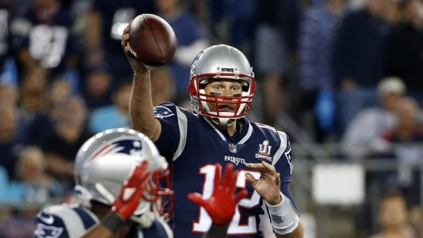 American Football: Patriots und NFL-Star Brady beeindrucken. Quarterback Tom Brady ist der Superstar der New England Patriots.