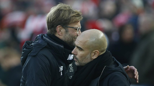 Jurgen Klopp manager of Liverpool and Josep Guardiola manager of Manchester City hug during the prem (Quelle: Reuters)