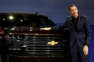 Design-Chef Michael Simcoe von General Motors mit dem neuen Chevy Silverado. (Quelle: Reuters)