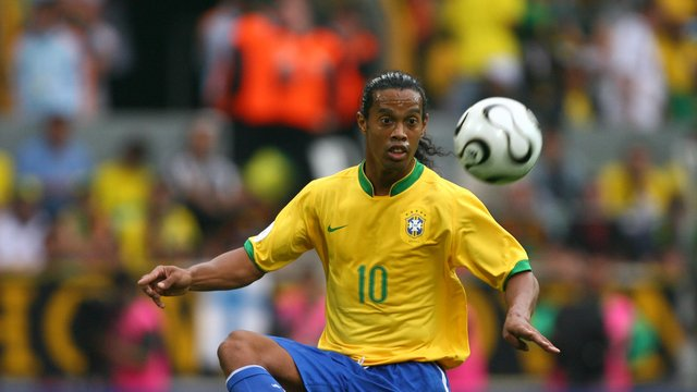 fu ball brasiliens altstar ronaldinho beendet fu ball karriere. Black Bedroom Furniture Sets. Home Design Ideas