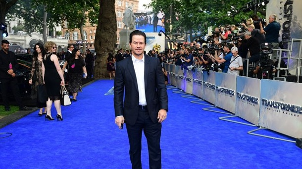 "Film: ""Transformers"" hat Chancen auf ""Goldene Himbeere"". Mark Wahlberg in London bei der Weltpremiere des Science-Fiction-Films ""Transformers: The Last Knight""."