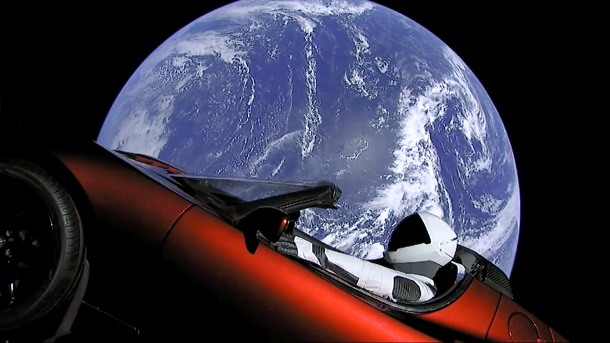 Vorbild Elon Musk: Science Fiction wird Realität. «Starman» im roten Tesla im All (Quelle: dpa/SpaceX)