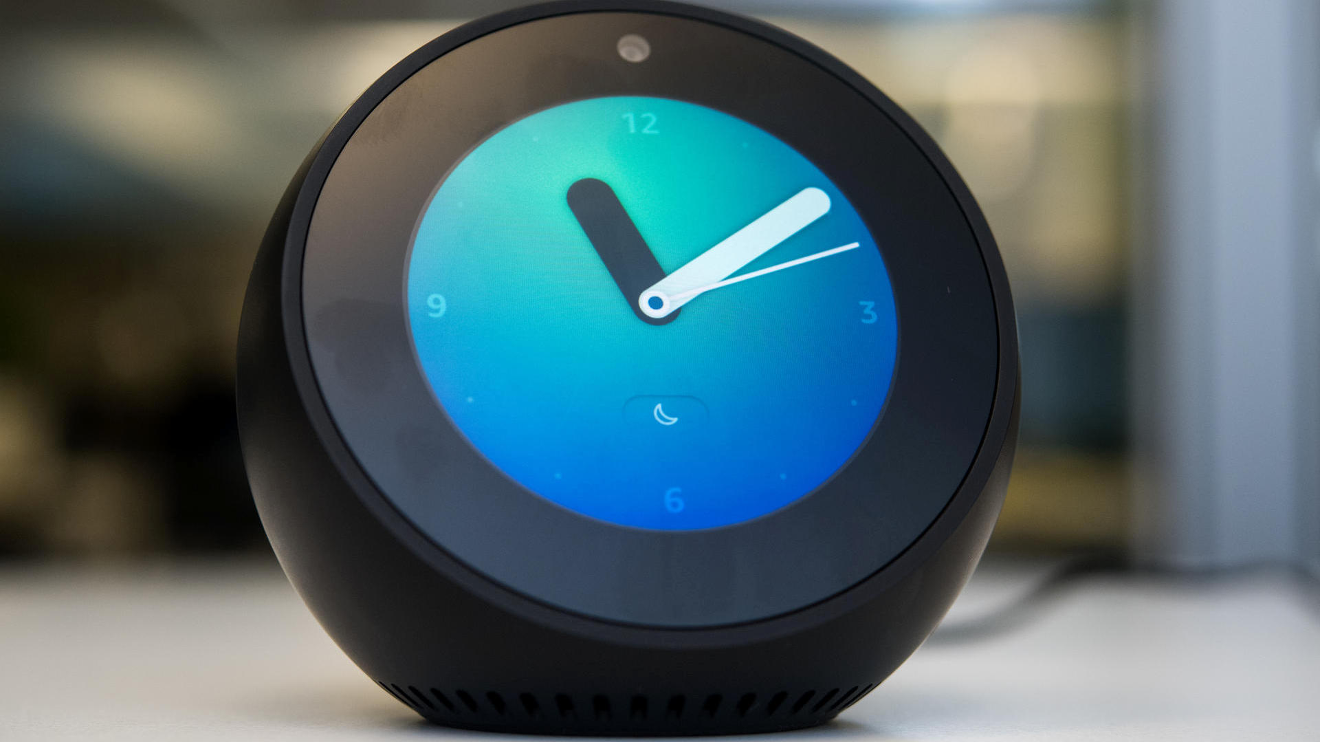 amazon echo spot im test eine kamera im schlafzimmer. Black Bedroom Furniture Sets. Home Design Ideas