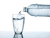 Viel trinken! (Quelle: Thinkstock by Getty-Images/VladimirFLoyd)