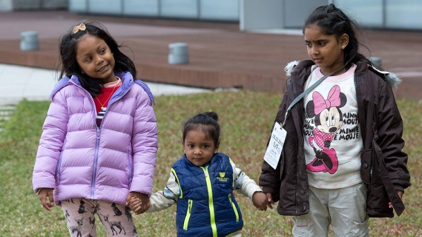 "Three children of the ""Snowden Refugees"": Still stuck in Hong Kong. (Quelle: imago images/Jayne Russell)"