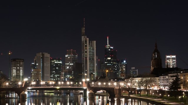 frankfurter skyline bleibt f r earth hour dunkel. Black Bedroom Furniture Sets. Home Design Ideas