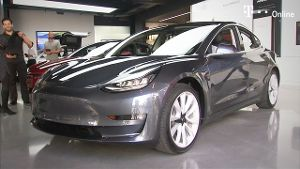 Tesla setzt Model-3-Produktion erneut aus (Screenshot: Reuters)