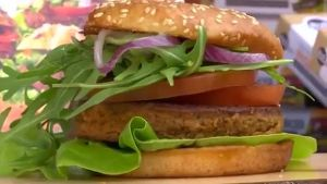 Insekten-Burger in Aachen (Screenshot: Reuters)