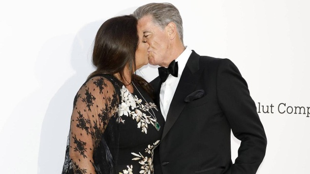007 braucht kein Size Zero: Pierce Brosnan knutscht mit Keely . Noch immer sehr verliebt: Keely Shaye Smith und ihr Ehemann, Hollywoodstar Pierce Brosnan, in Cannes. (Quelle: D. Bedrosian/Future Image)
