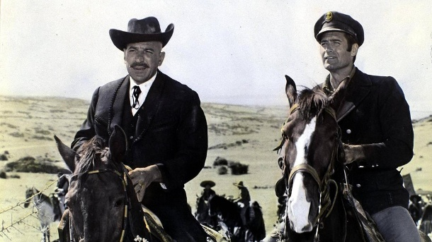 "Telly Savalas und Clint Walker in ""Pancho Villa"". (Quelle: imago)"