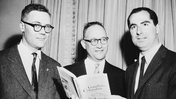 Die Gewinner des National Book Awards: Robert Lowell, Richard Ellmann und Philip Roth (v.l.) (Quelle: AP/dpa)