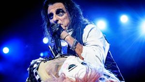 Alice Cooper in action.