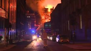 Großbrand in Glasgows Universität (Screenshot: Reuters)