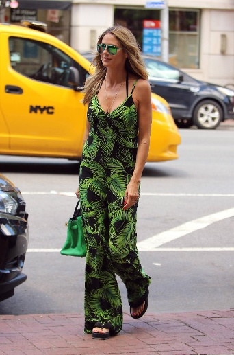 New York Vibes: Durch New York stolzierte Heidi Klum in einem Jumpsuit mit Dschungelprint. (Quelle: imago images/John Sheene)