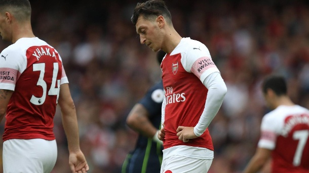 "Englische Presse kritisiert Mesut Özil: ""Keine Qualität, keine Einstellung"". Enttäuschender Premier-League-Start: Mesut Özil nach Arsenals Auftaktniederlage gegen Manchester City.  (Quelle: imago/Paul Marriott)"