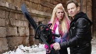Tara Reid und Ian Ziering in 'Sharknado 5: Global Swarming'. (Quelle: dpa)