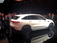 The first fully electric Mercedes car EQC is seen at a presentation in Stockholm (Quelle: Reuters/Esha Vaish)