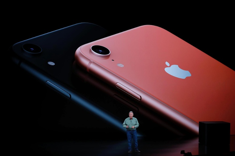 Schiller Senior Vice President, Worldwide Marketing of Apple, speaks about the new Apple iPhone XR at an Apple Inc product launch in Cupertino (Quelle: Reuters/Stephen Lam)