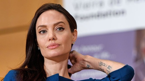 "Neues aus Hollywood: Hauptrolle für Angelina Jolie in Rachethriller ""The Kept"". In ""The Kept"" will Angelina Jolie den Tod ihrer Familie rächen."