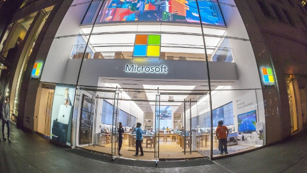 Update bei Windows 10: Diese Funktionen fallen weg oder werden ersetzt. Microsoft-Store in New York: Das Herbst-Update für Windows 10 steht an. (Quelle: imago images/Richard B. Levine)