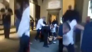 Attacke in Museum in Florenz gegen Performance-Künstlerin Marina Abramovic (Screenshot: Reuters)