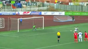 Irrer Salto-Elfmeter in russischer Studenten-Liga (Quelle: Screenshot Reuters)