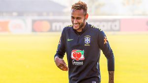 Brasilien-Training: PSG-Superstar Neymar tunnelt Teamkollegen (Quelle: Imago)