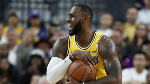Vor Saisonauftakt - James, Nowitzki, Trump: Die Gesprächsthemen der NBA-Saison. LeBron James möchte mit den Los Angeles Lakers den Dauer-Champion Golden State Warriors herausfordern.