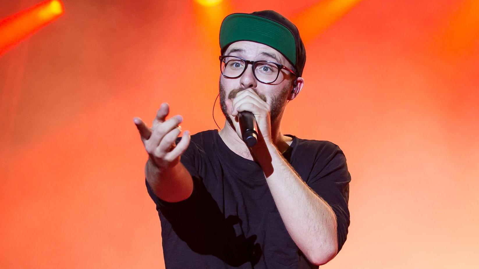 Mark Forster Sings Kelly S Blow And Picks Up A Basket