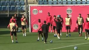 Real-Star Sergio Ramos rastet im Training aus (Screenshot: Omnisport)