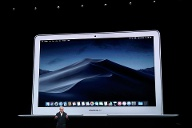 Apple CEO Tim Cook: stellt das neue MacBook Air vor. (Quelle: Reuters/Shannon Stapleton)