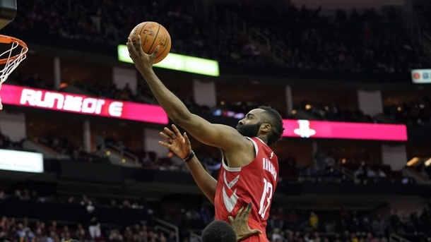 Basketball-Profiliga - NBA: Hartenstein gewinnt mit Houston gegen Golden State. Rockets-Star James Harden war mit 27 Punkten der Topscorer.