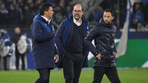 In einer neuen Situation: Schalkes Manager Christian Heidel (v. l.), Sportdirektor Axel Schuster und Trainer Domenico Tedesco. (Quelle: imago/Team 2)