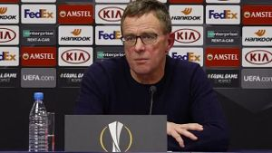 RB-Trainer Ralf Rangnick spricht nach Leipzigs Aus in der Europa League (Screenshot: SID)