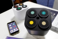"""Moodo smart-home fragrance diffusers, which can mix custom aromas via a smartphone app, are displayed at """"CES Unveiled"""" during the 2019 CES in Las Vegas (Quelle: Reuters/Steve Marcus)"""