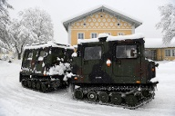 Soldiers of the German armed forces Bundeswehr leave the Jaeger barracks in Berchtesgaden (Quelle: Reuters/Andreas Gebert)