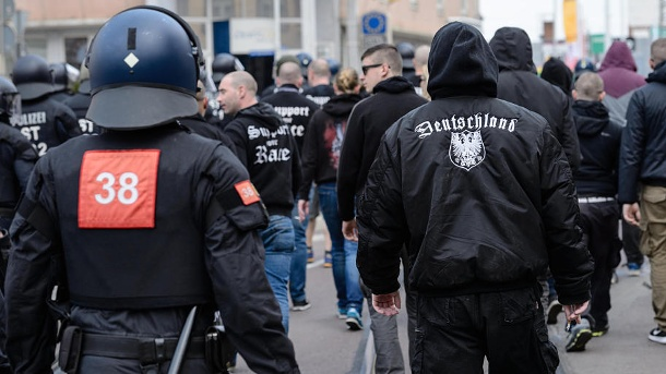 Demonstration von Neonazis. (Quelle: dpa)