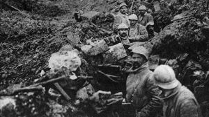 German trench converted into French trench after recapture of Fort Douaumont Verdun A trench once (Quelle: imago/United Archives International)