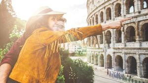 Touristen in Rom (Quelle: Thinkstock by Getty-Images/oneinchpunch)