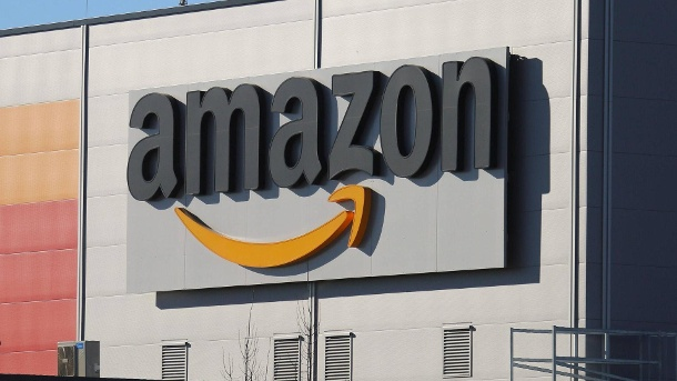 Washington Post: Amazon soll Milliardengewinn nicht versteuert haben. amazon Logistik-Zentrum (Quelle: imago images/Rust)