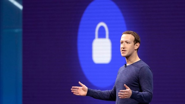 US-Wahl 2020: Facebook enttarnt russisches Fake-Konto. Mark Zuckerberg: Der Facebook-Chef sagt, das Online-Netzwerk sei besser im Kampf gegen Falschmeldungen geworden (Quelle: dpa/Marcio Jose Sanchez/AP)