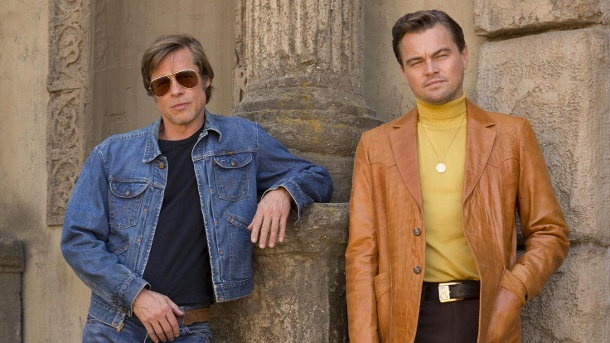"""Once Upon A Time In Hollywood"": Brad Pitt und Leonardo DiCaprio als Cliff Booth und Rick Dalton. (Quelle: 2018 Sony Pictures Entertainment Deutschland GmbH)"