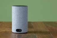 Amazon Echo: Note 3,2; 100 Euro.  (Quelle: imago images/Chromorange)