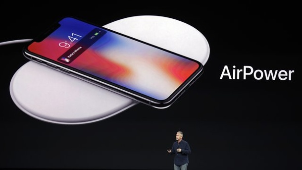 Apple verzweifelt an Ladegerät: AirPower erscheint nicht. Präsentation der geplanten Ladematte AirPower 2017 im Steve Jobs Theater in Cupertino.