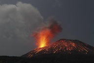 Indonesia, Anak Krakatau in Indonesien (Quelle: imago images/Westend61)