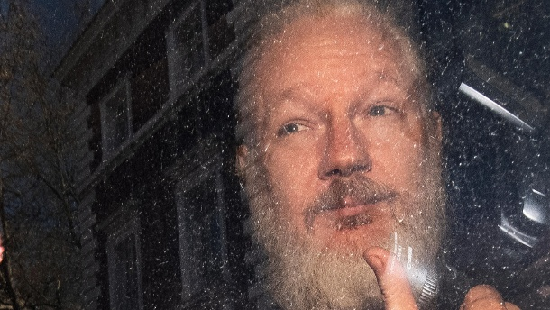 Julian Assange: Spektakuläre Festnahme am 11. April in London. (Quelle: AP/dpa/Victoria Jones/PA via AP)