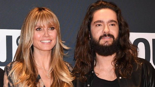 Heidi Klum & Tom Kaulitz schweigen zu Hochzeitsplänen bei gemeinsamem Auftritt. Heidi Klum und Tom Kaulitz: Posieren auf dem Red Carpet der About-You-Awards. (Quelle: imago images / Spöttel Picture)