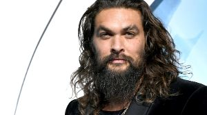 Jason Momoa: So kennt man den Schauspieler. (Quelle: Kevin Winter/Getty Images)